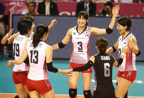 Bóng chuyền nữ: Linh Chi đua sắc bên 4 mỹ nhân - 6