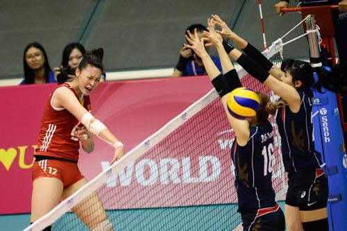 Bóng chuyền nữ: Linh Chi đua sắc bên 4 mỹ nhân - 8
