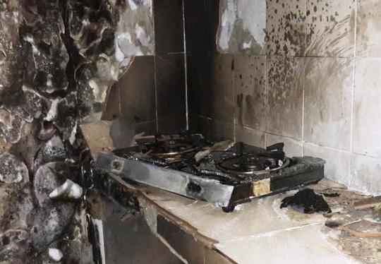 Bình gas phát hỏa, người đàn ông nấu ăn cháy như đuốc - 1