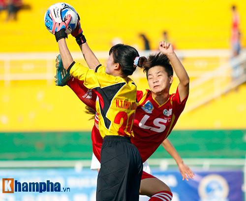 Đội nữ TP HCM I tưng bừng mở hội trên sân Thống Nhất - 1