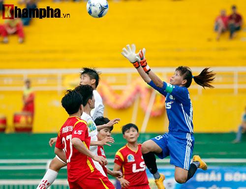 Đội nữ TP HCM I tưng bừng mở hội trên sân Thống Nhất - 3