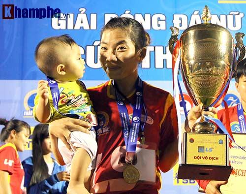 Đội nữ TP HCM I tưng bừng mở hội trên sân Thống Nhất - 6