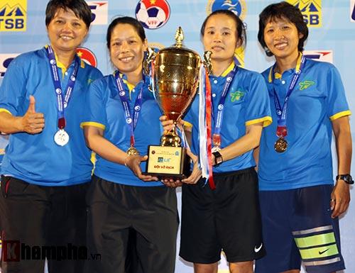 Đội nữ TP HCM I tưng bừng mở hội trên sân Thống Nhất - 8
