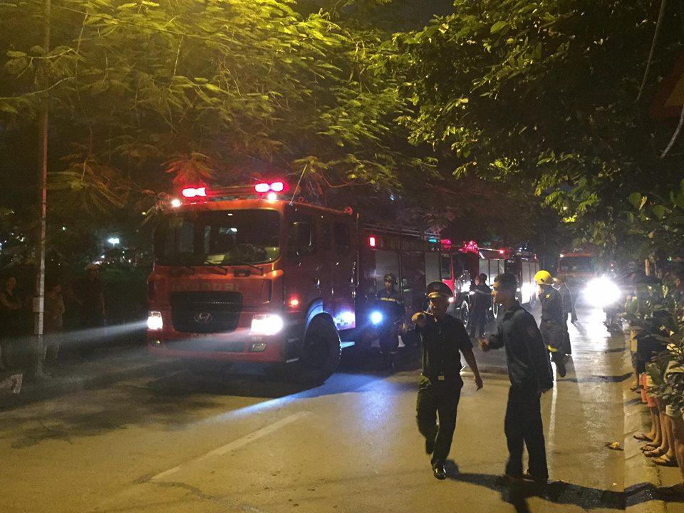 Hà Nội: Cháy quán karaoke 7 tầng, khách chạy tán loạn - 2