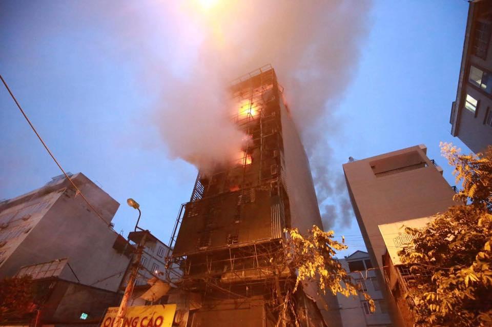 Hà Nội: Cháy quán karaoke 7 tầng, khách chạy tán loạn - 3