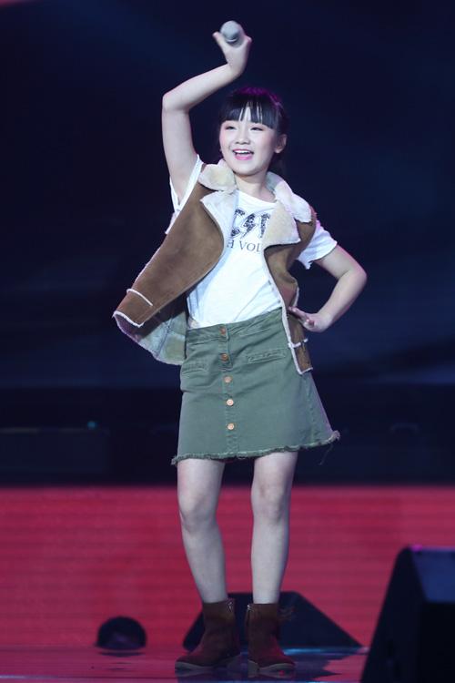 Đông Nhi khóc nấc vì học trò The Voice Kids bị chỉ trích - 1