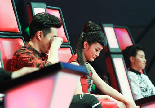 Đông Nhi khóc nấc vì học trò The Voice Kids bị chỉ trích - 2