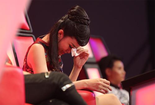 Đông Nhi khóc nấc vì học trò The Voice Kids bị chỉ trích - 3