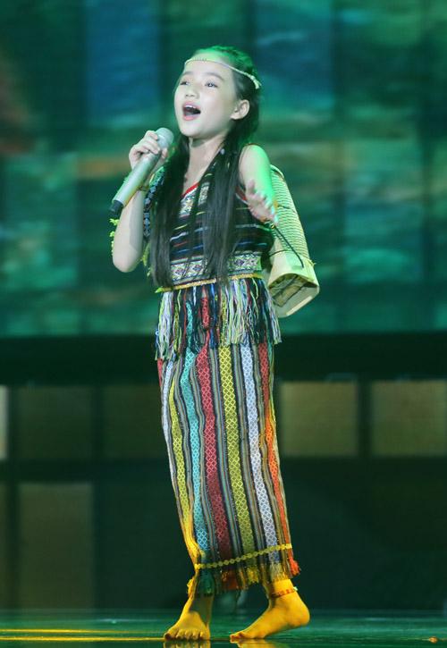 Đông Nhi khóc nấc vì học trò The Voice Kids bị chỉ trích - 4