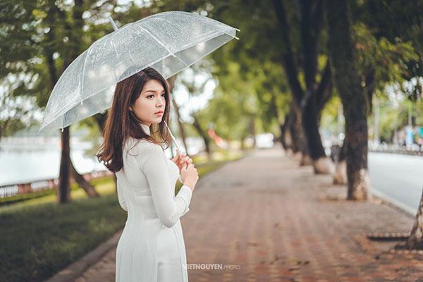 Hoa khôi SV Hà Nội khoe sắc bên hàng cây cổ thụ Thủ Lệ - 1