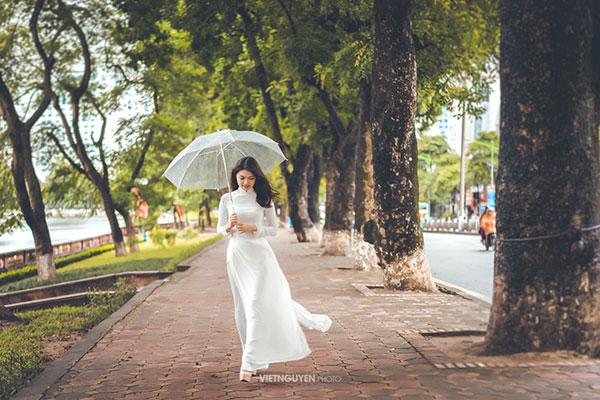 Hoa khôi SV Hà Nội khoe sắc bên hàng cây cổ thụ Thủ Lệ - 4