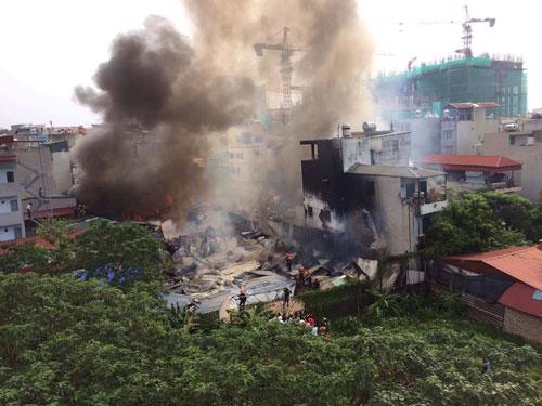 Cháy lán trọ công nhân giữa Thủ đô, dân hoảng loạn tháo chạy - 4