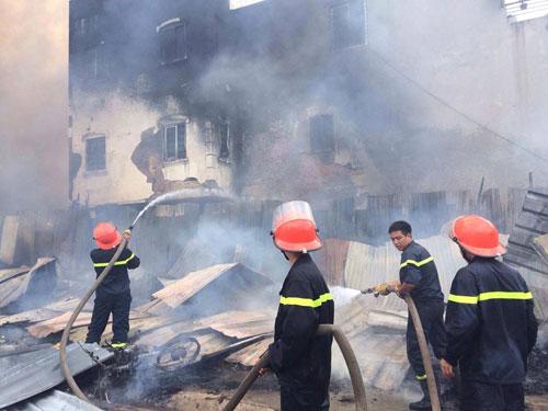 Cháy lán trọ công nhân giữa Thủ đô, dân hoảng loạn tháo chạy - 7