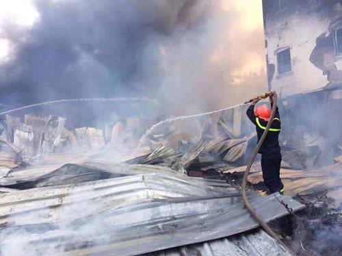 Cháy lán trọ công nhân giữa Thủ đô, dân hoảng loạn tháo chạy - 6