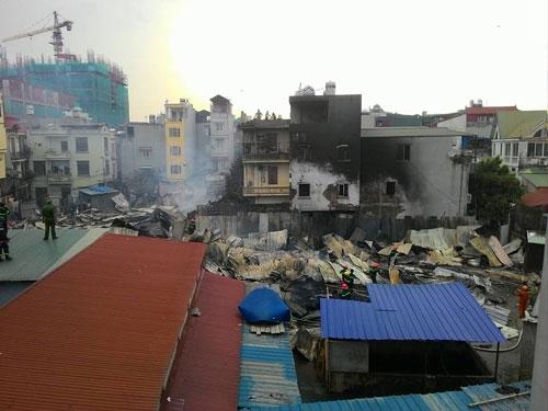 Cháy lán trọ công nhân giữa Thủ đô, dân hoảng loạn tháo chạy - 8
