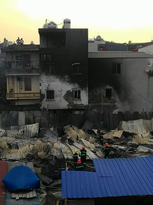 Cháy lán trọ công nhân giữa Thủ đô, dân hoảng loạn tháo chạy - 9