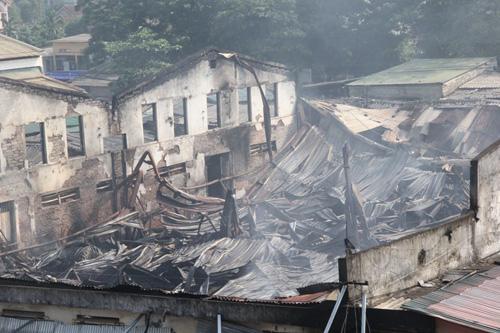 Vụ cháy 130 ki-ốt: Hàng trăm tỷ đồng thiêu rụi trong 1 đêm - 1
