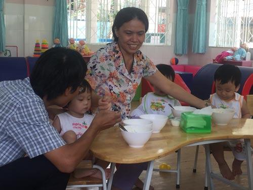 Giữ trẻ 6 tháng: Thiếu người nuôi dưỡng - 1