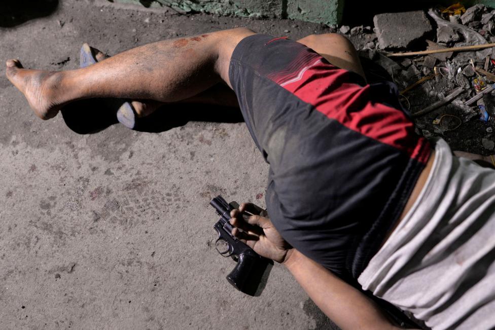 Sau 3.500 người chết, ông Duterte diệt ma túy 6 tháng nữa - 2