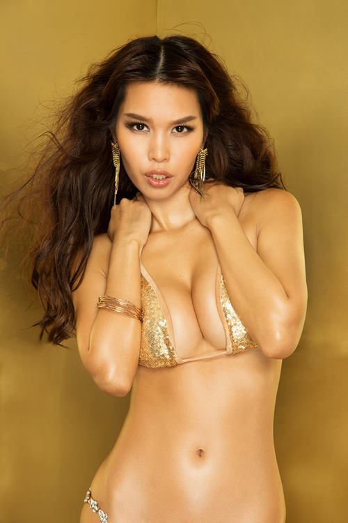 """Siêu mẫu Hà Anh """"đốt mắt"""" với bikini lấp lánh - 5"""