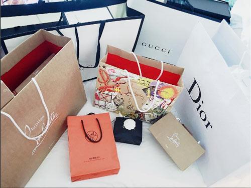 Thú vui mua sắm hàng hiệu chất ngất của Á hậu Huyền My - 1