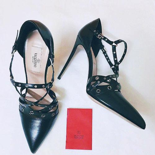 Thú vui mua sắm hàng hiệu chất ngất của Á hậu Huyền My - 12