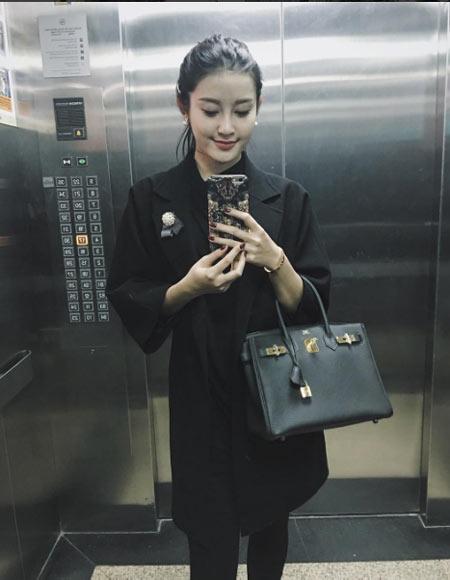 Thú vui mua sắm hàng hiệu chất ngất của Á hậu Huyền My - 11