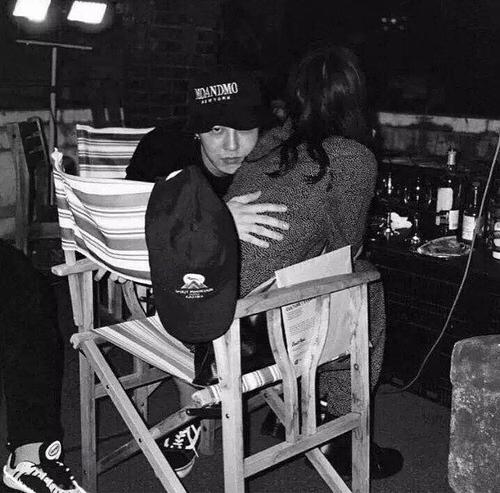 """Bất ngờ lộ ảnh """"bạn gái"""" xinh như thiên thần của G-Dragon - 2"""