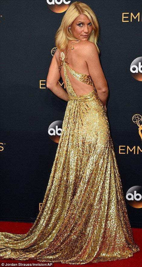 Siêu mẫu ngực trần cuốn hút tại thảm đỏ Emmy - 11