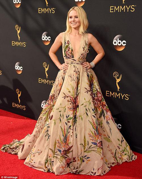 Siêu mẫu ngực trần cuốn hút tại thảm đỏ Emmy - 8