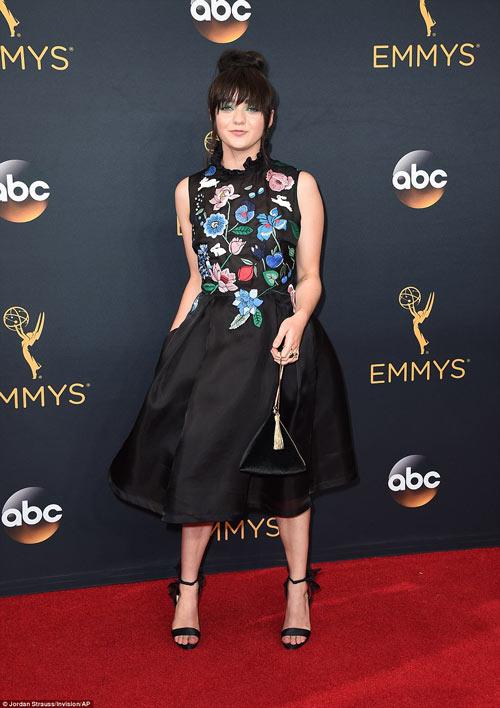 Siêu mẫu ngực trần cuốn hút tại thảm đỏ Emmy - 12