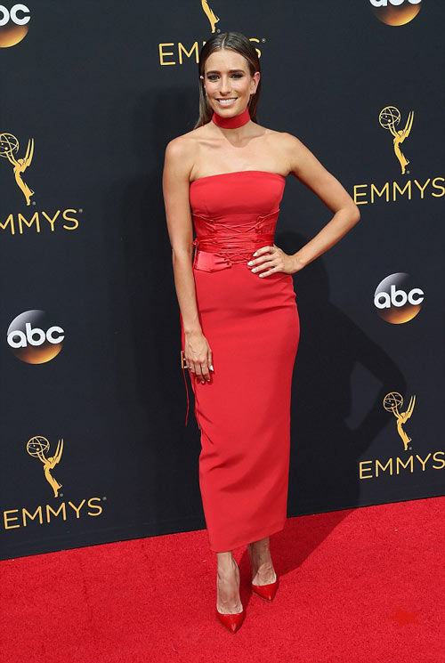 Siêu mẫu ngực trần cuốn hút tại thảm đỏ Emmy - 15