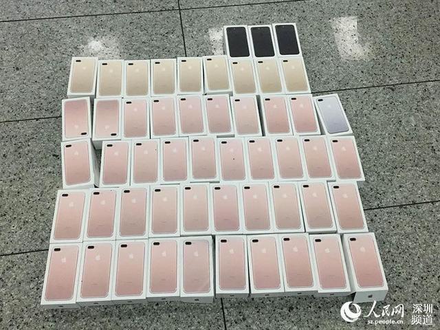 Xem dân buôn Trung Quốc giấu iPhone 7 qua mặt hải quan - 3