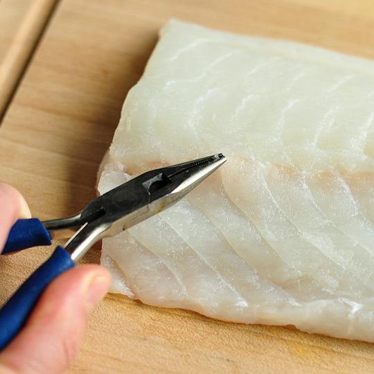 Tuyệt chiêu rút xương cực đơn giản ra khỏi phi lê cá - 4