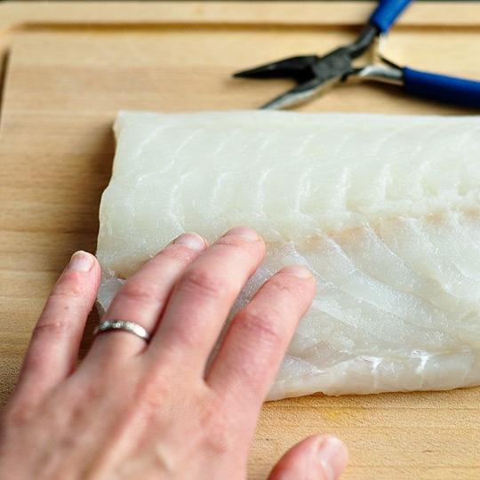 Tuyệt chiêu rút xương cực đơn giản ra khỏi phi lê cá - 2