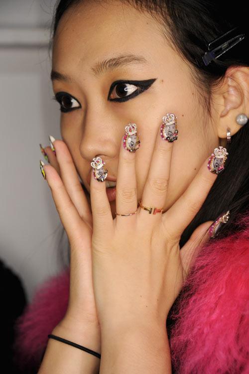 Những mẫu nail siêu độc tại New York Fashion Week - 8