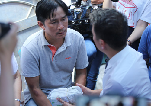 Mr Đàm khóc lặng trước linh cữu ca sĩ Minh Thuận - 2