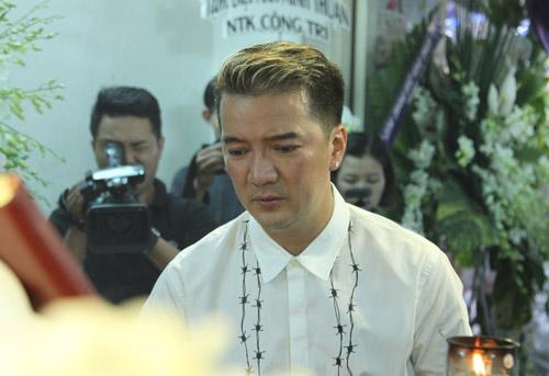 Mr Đàm khóc lặng trước linh cữu ca sĩ Minh Thuận - 5