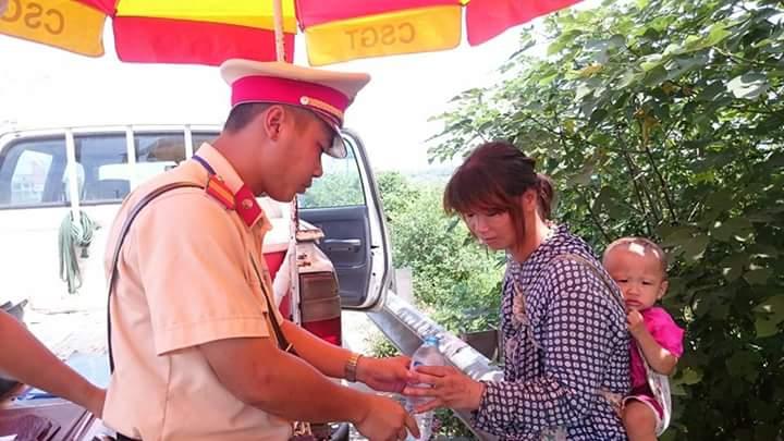 Chạy trốn từ Trung Quốc về Hà Nội, hai mẹ con đói lả - 1
