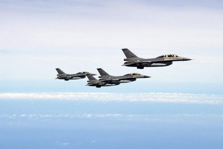 Chiến đấu cơ Mỹ-Trung vờn nhau nguy hiểm trên không - 2