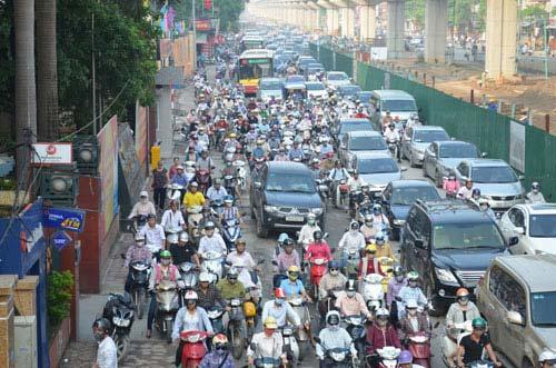 HN đề xuất cấm xe máy ngoại tỉnh vào thành phố theo giờ - 1