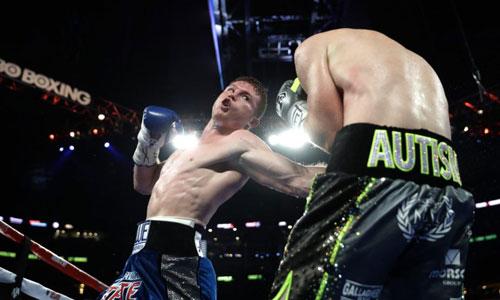 """Boxing: """"Vua knock-out"""" hạ """"Độc cô cầu bại"""" Anh - 1"""