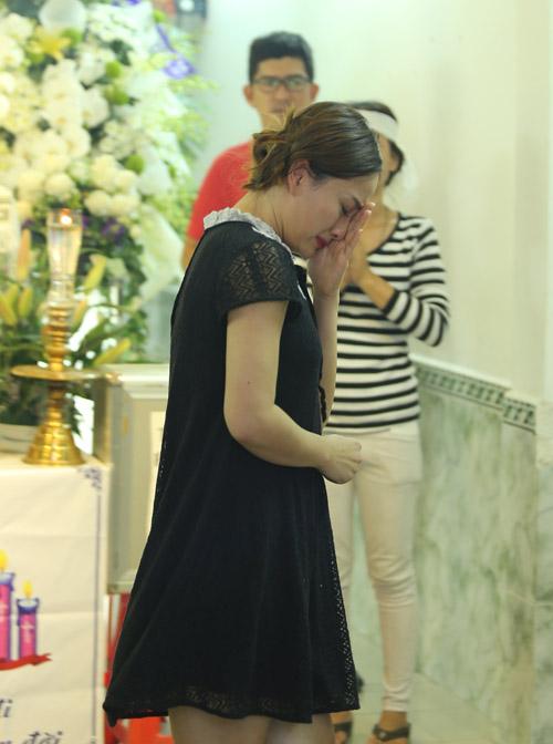 Sao nữ giàn giụa nước mắt đến viếng Minh Thuận - 1