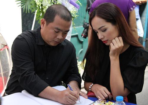 Sao nữ giàn giụa nước mắt đến viếng Minh Thuận - 9