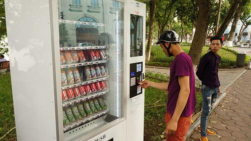 Khóc, cười với máy bán hàng tự động ở Hà Nội - 7