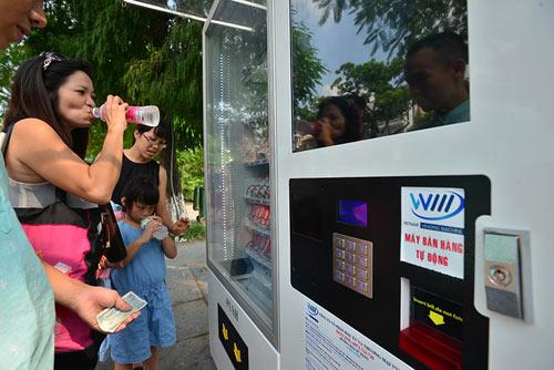 Khóc, cười với máy bán hàng tự động ở Hà Nội - 8