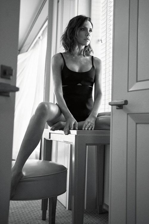 Victoria Beckham đẹp trầm lắng trên Vogue UK - 4