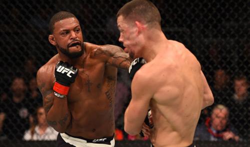 UFC: Khán giả chưa ấm chỗ, võ sĩ đã ăn đòn chí tử - 1