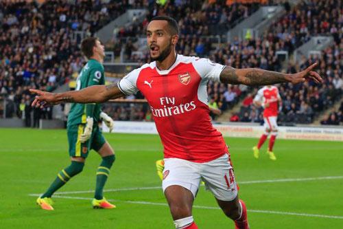 "Arsenal: Walcott, ""con dao găm"" bí mật của Wenger - 2"