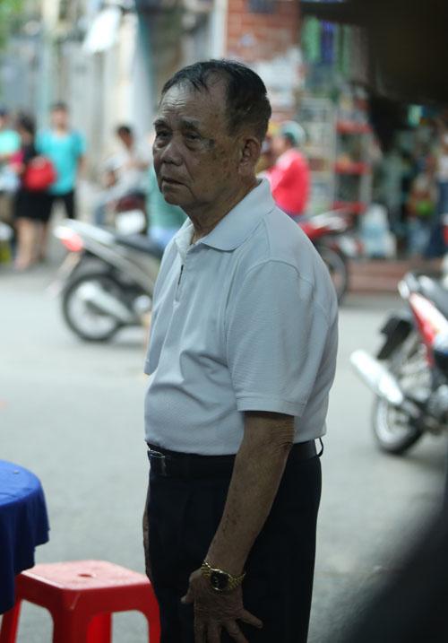 Người bố 95 tuổi thẫn thờ nhìn di ảnh Minh Thuận - 1